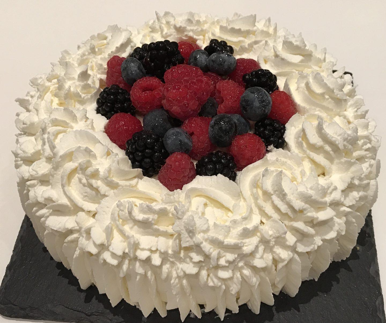Voglia di una torta classica…torta pannosa ai frutti di bosco!
